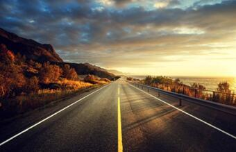 要想富,先修路。驿路特彩色防滑材料全力支持道路交通事业发展!